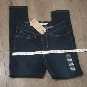 711 Levi's jeans